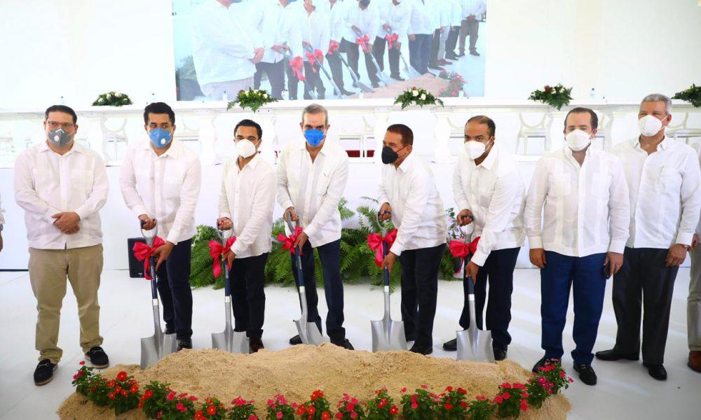 Presidente Luis Abinader encabeza primer palazo para la construcción de dos hoteles en Miches
