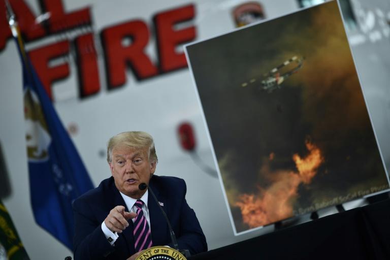 Trump desestima cambio climático en visita a una California devastada por incendios