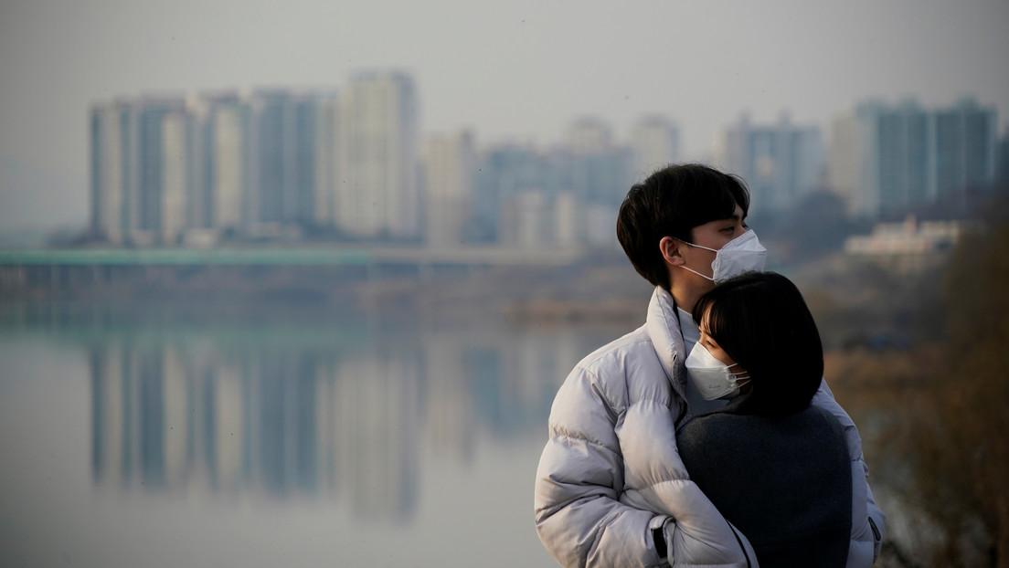 En Canadá recomiendan usar mascarilla y evitar los besos durante las relaciones sexuales para contener el coronavirus