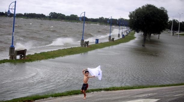 El huracán Sally toca tierra en la costa sur de EEUU
