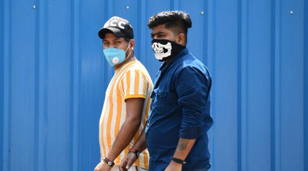 """OMS: """"pandemia supera cualquier ficción""""; deja cinco millones de contagiados en India"""