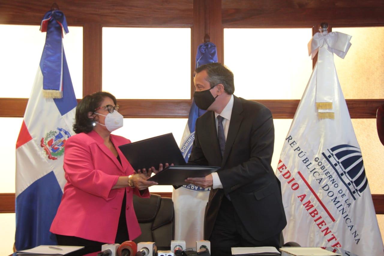 UASD y Medio Ambiente firman acuerdo de cooperación para preservar la capa de ozono