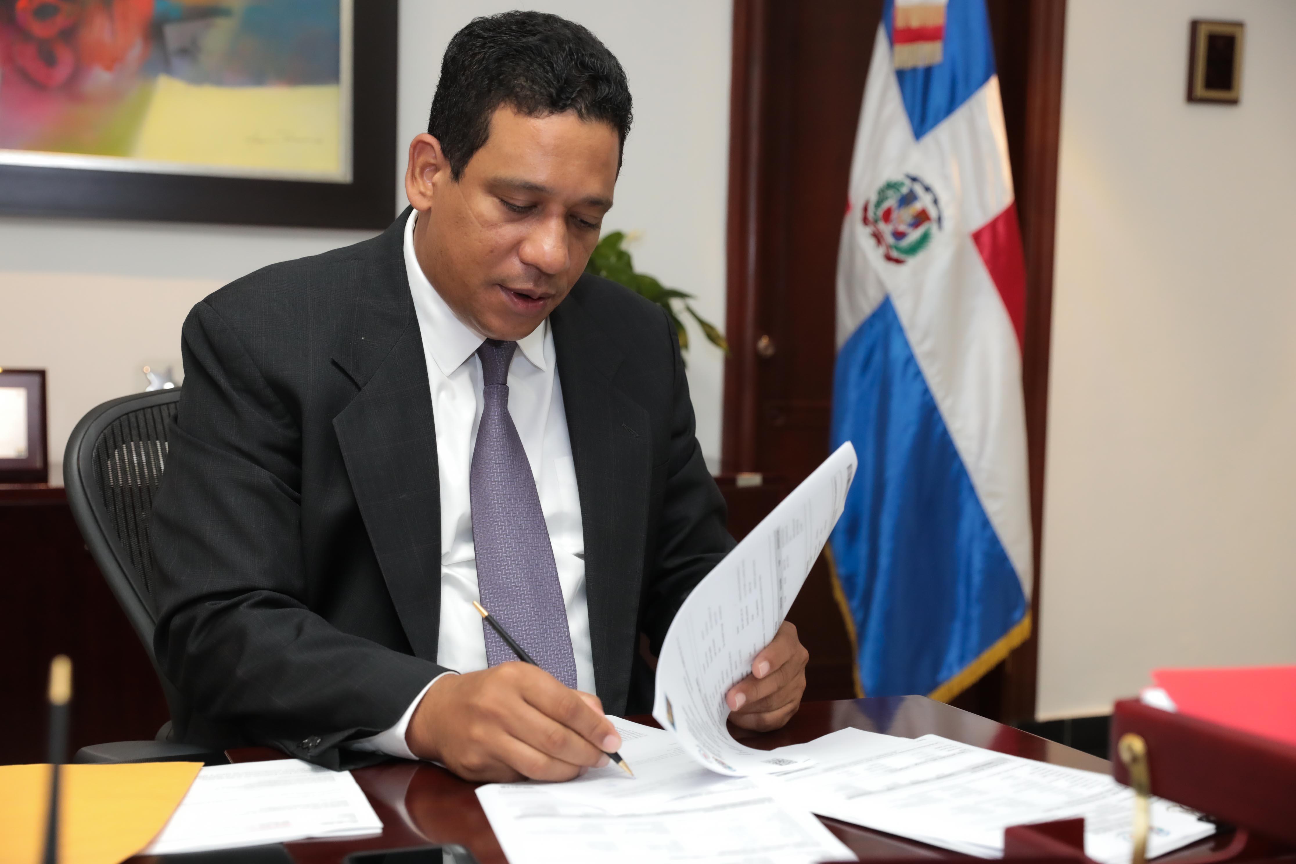 Carlos Pimentel presenta declaración jurada de patrimonio