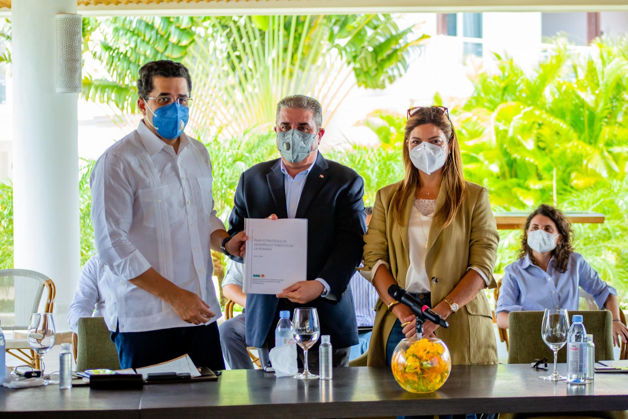 Ministro de Turismo manifiesta compromiso para recuperación y promoción de La Romana