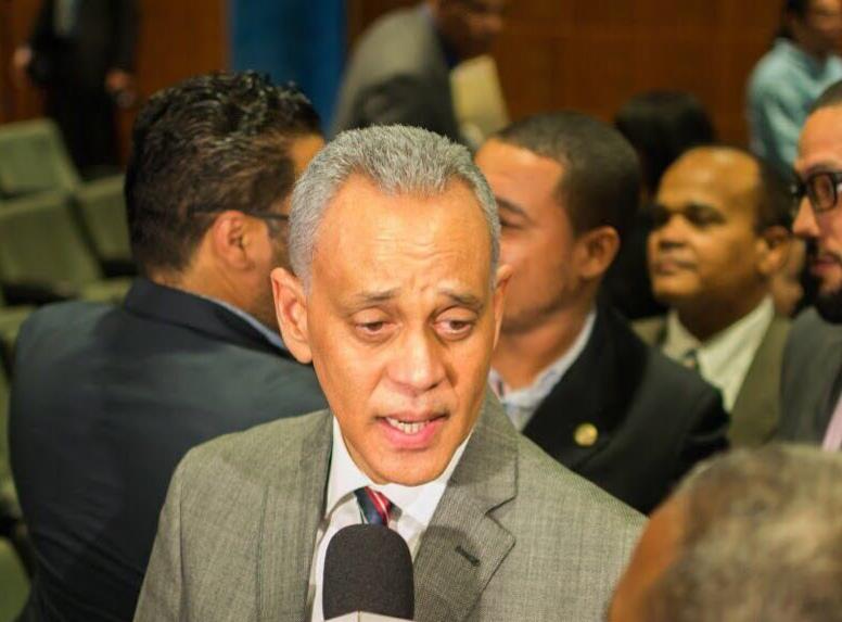 Pichardo rechaza intento de proscripción a Correa
