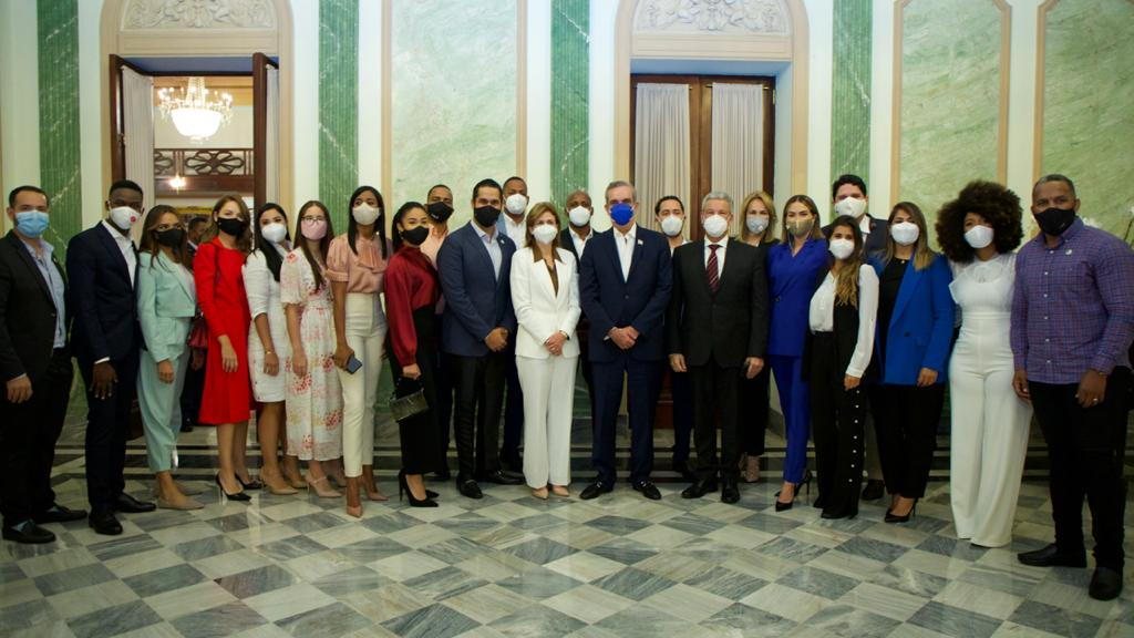 Presidente Luis Abinader se reúne con influencers