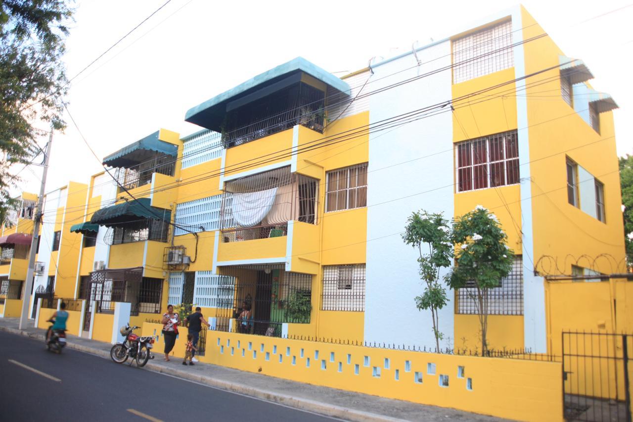Alcaldía Santiago pinta 25 edificios en Baracoa y La Joya