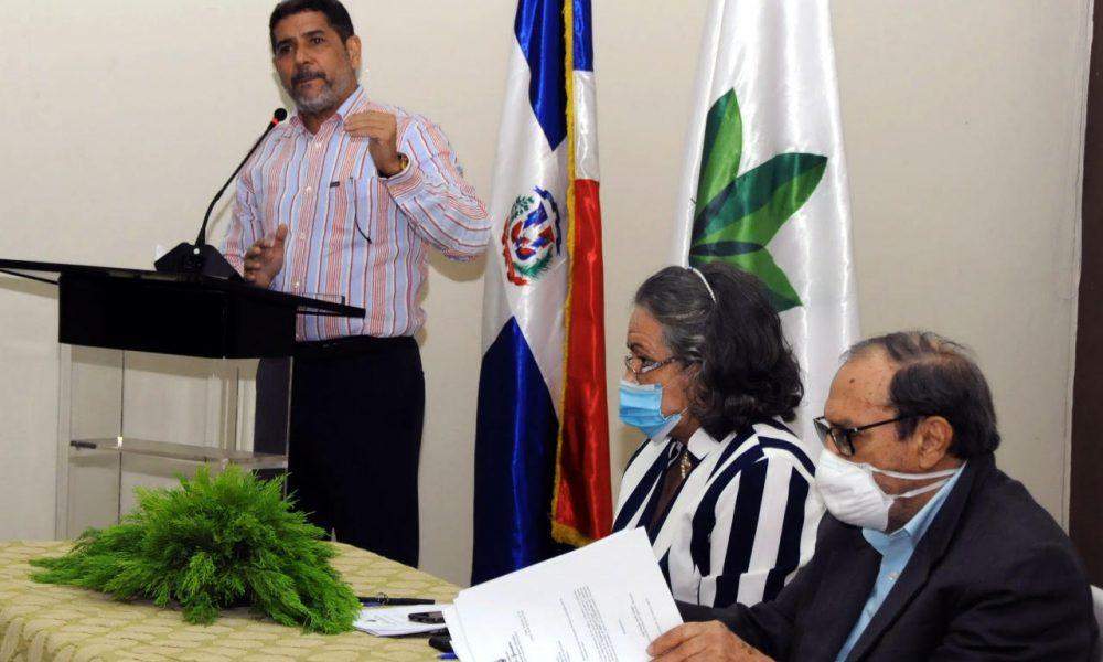 Ministro Agricultura inicia reuniones trabajo con Direcciones Regionales