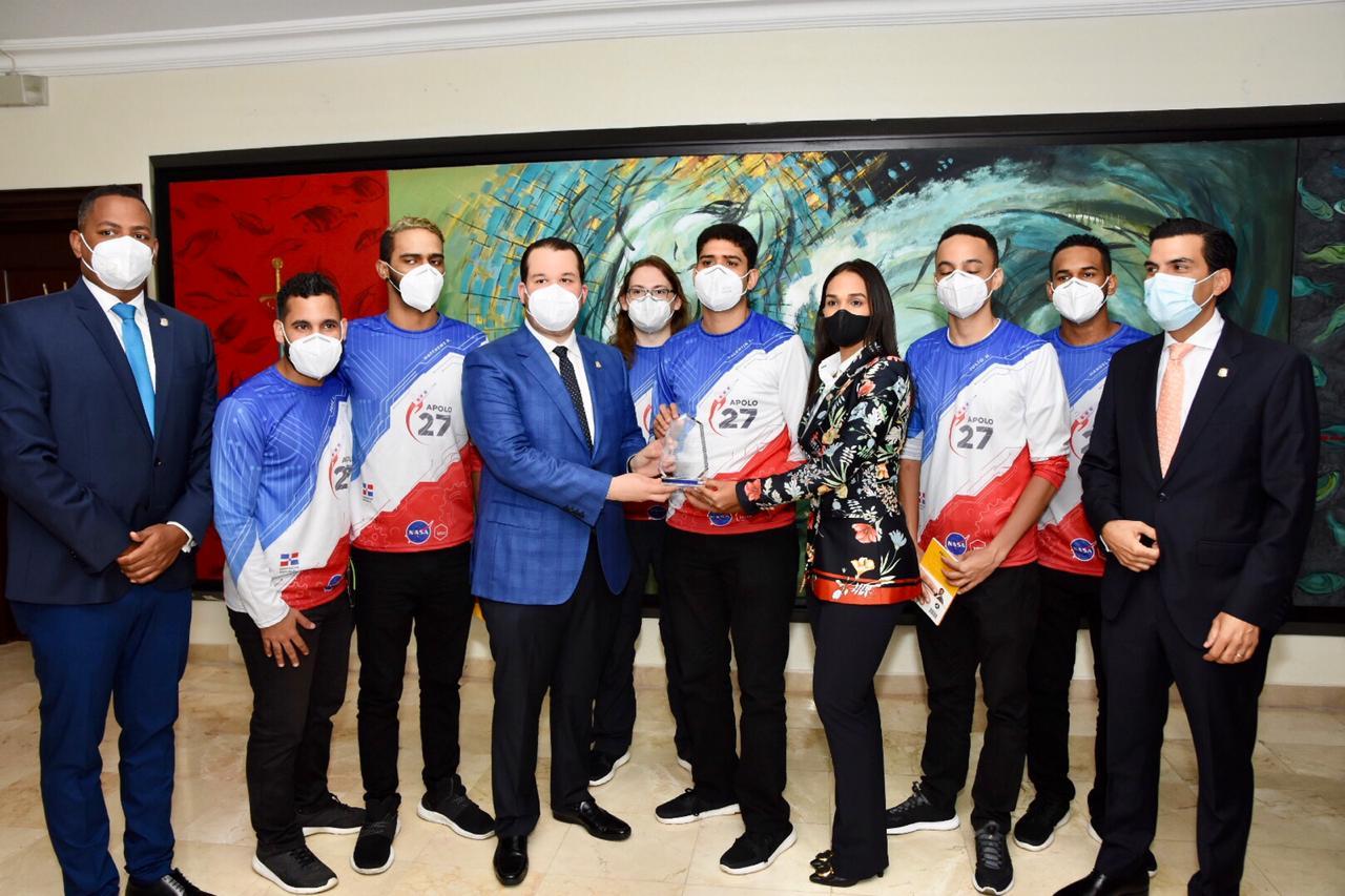 Diputados reciben ganadores del concurso en la NASA