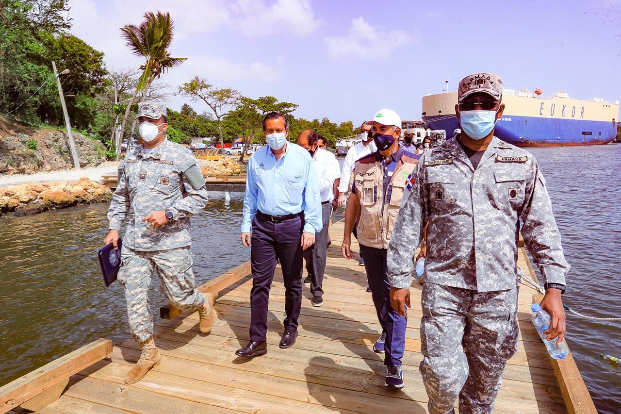 Ministro de Medio Ambiente, Armada y Fundación Tropigas recorren ríos Ozama e Isabela