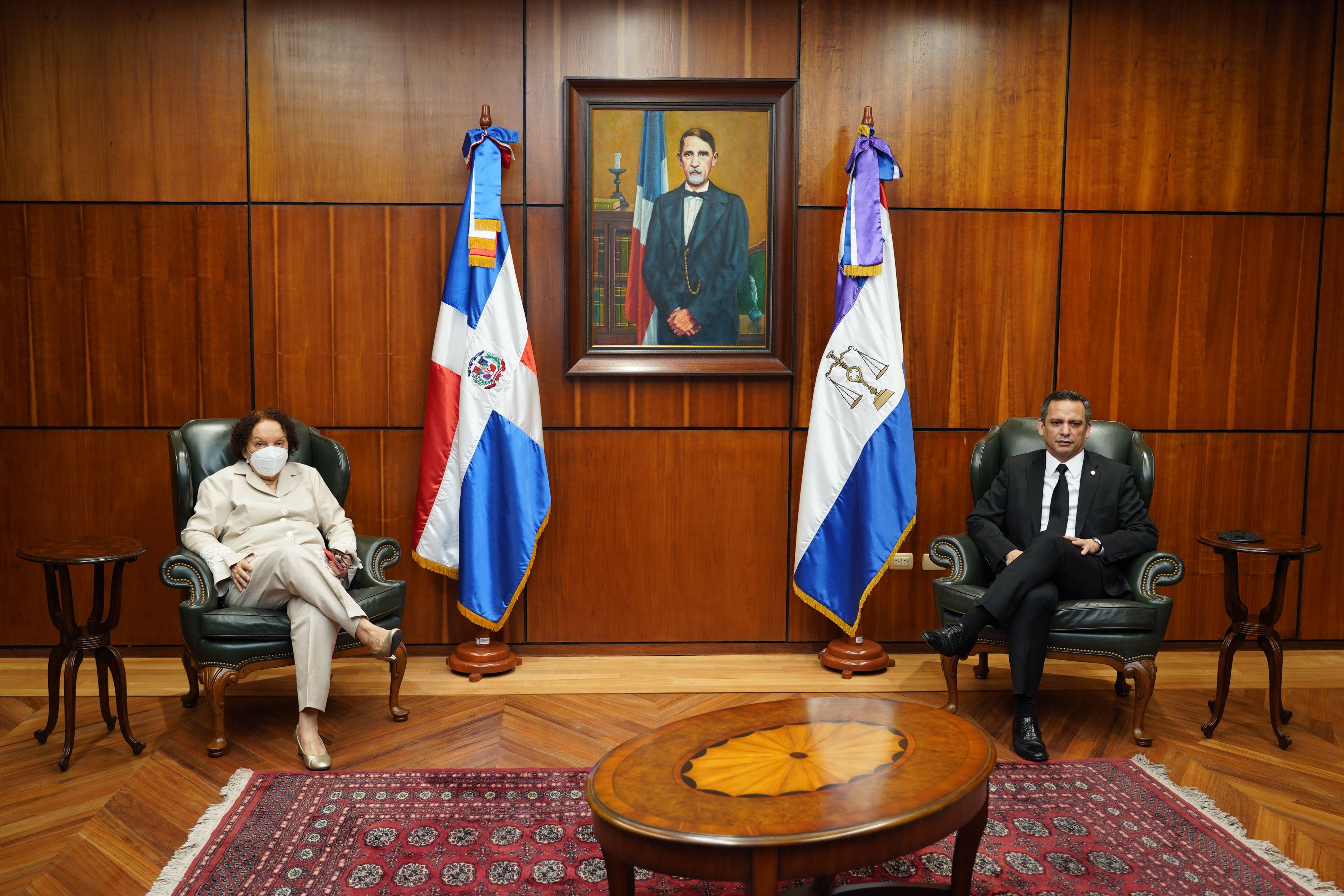 Procuradora general de la República y presidente Suprema Corte de Justicia sostienen encuentro