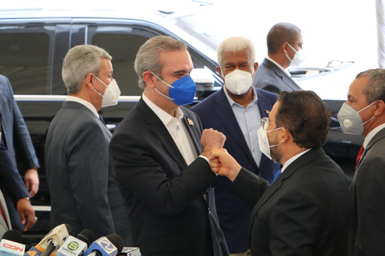 AlPaís recibe a Luís Abinader y autoridades del gobierno