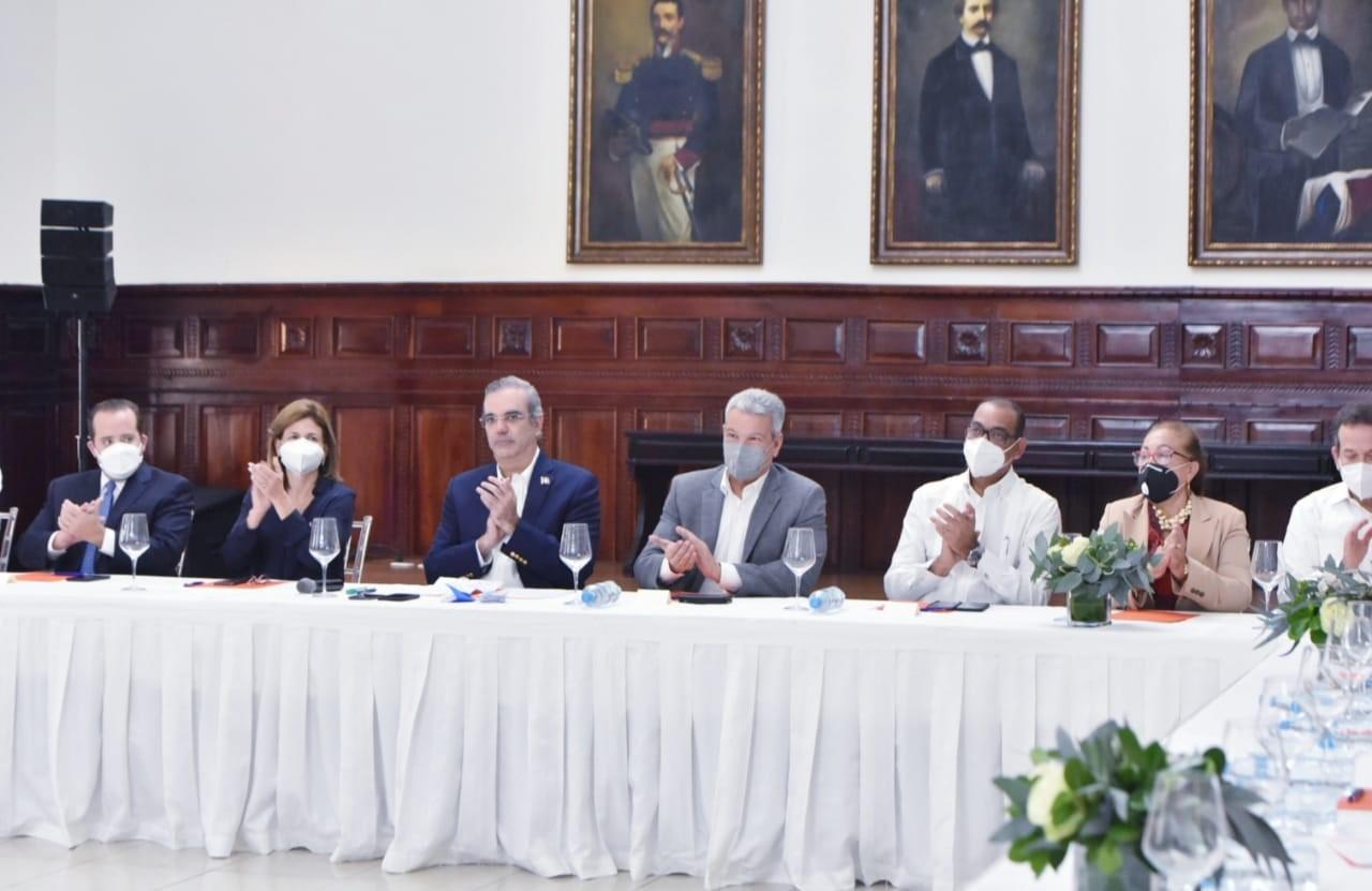 Ministro de Obras Públicas destaca importancia estratégica de Autopista del Ámbar