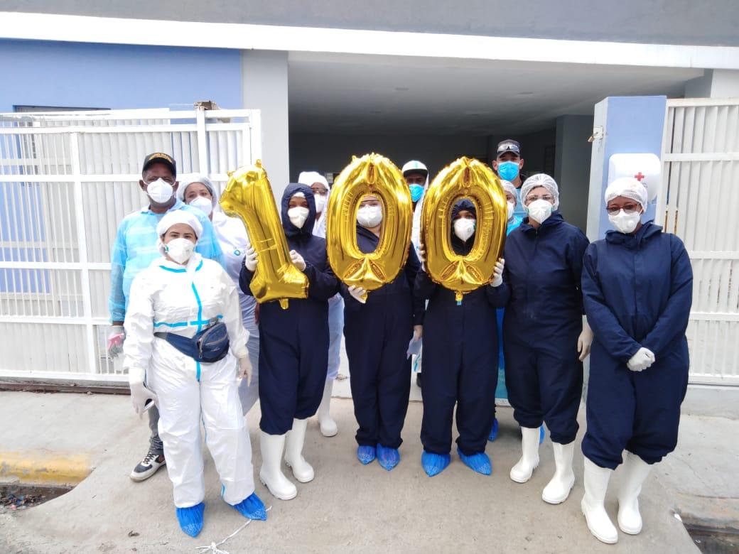 Dan de alta paciente número 100 recuperado del COVID-19 en el Moscoso Puello