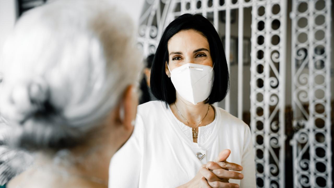 Primera dama visita hospitales, orfanato y hospicio en Santiago