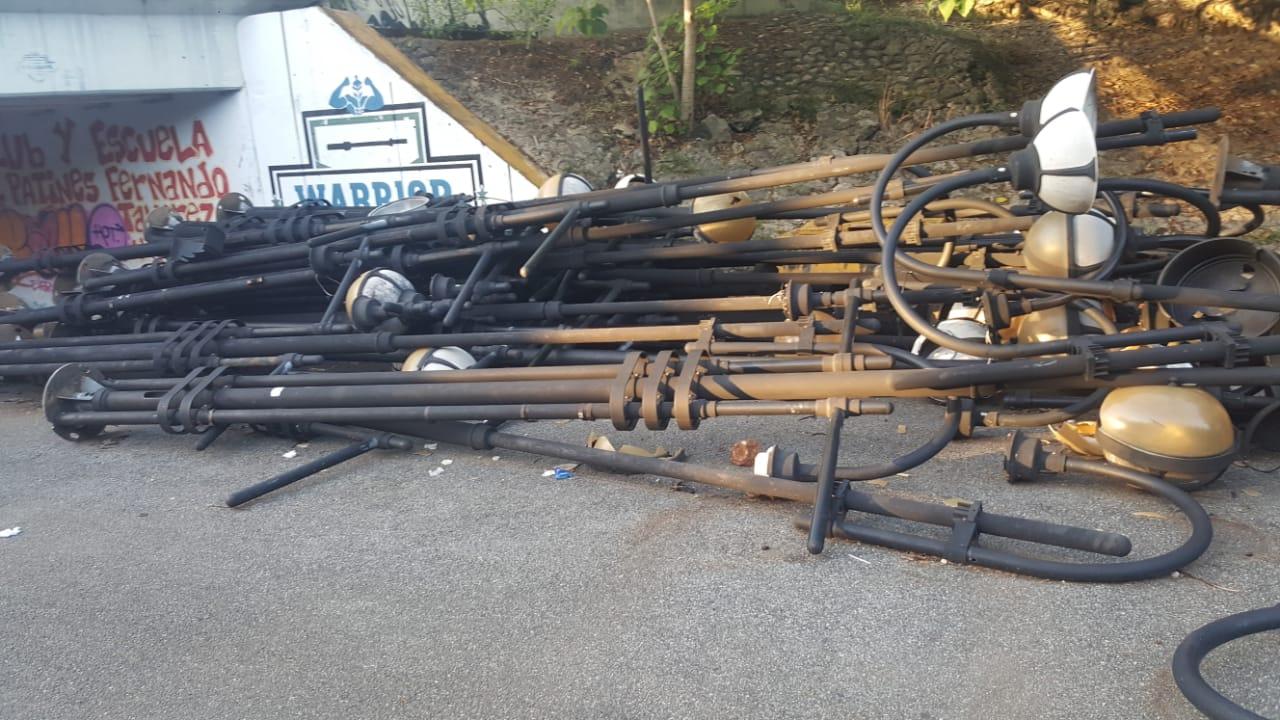 Video | Denuncian abandono de lámparas en el Mirador Sur