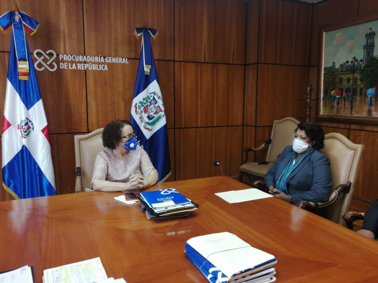 Procuradora Miriam Germán recibe comisión del  Colegio Dominicano de Periodistas