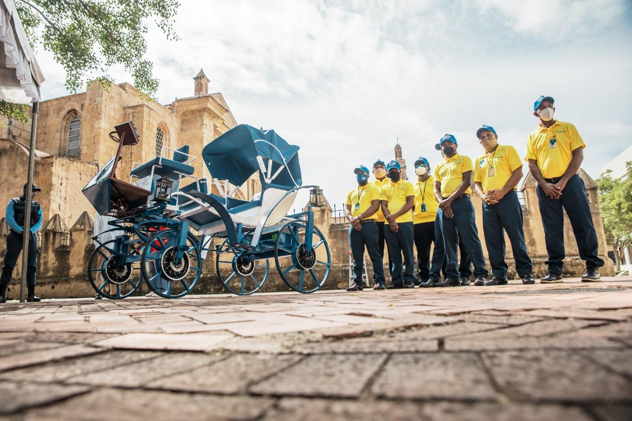Alcaldesa DN encabeza lanzamiento primeros carruajes eléctricos de la ciudad