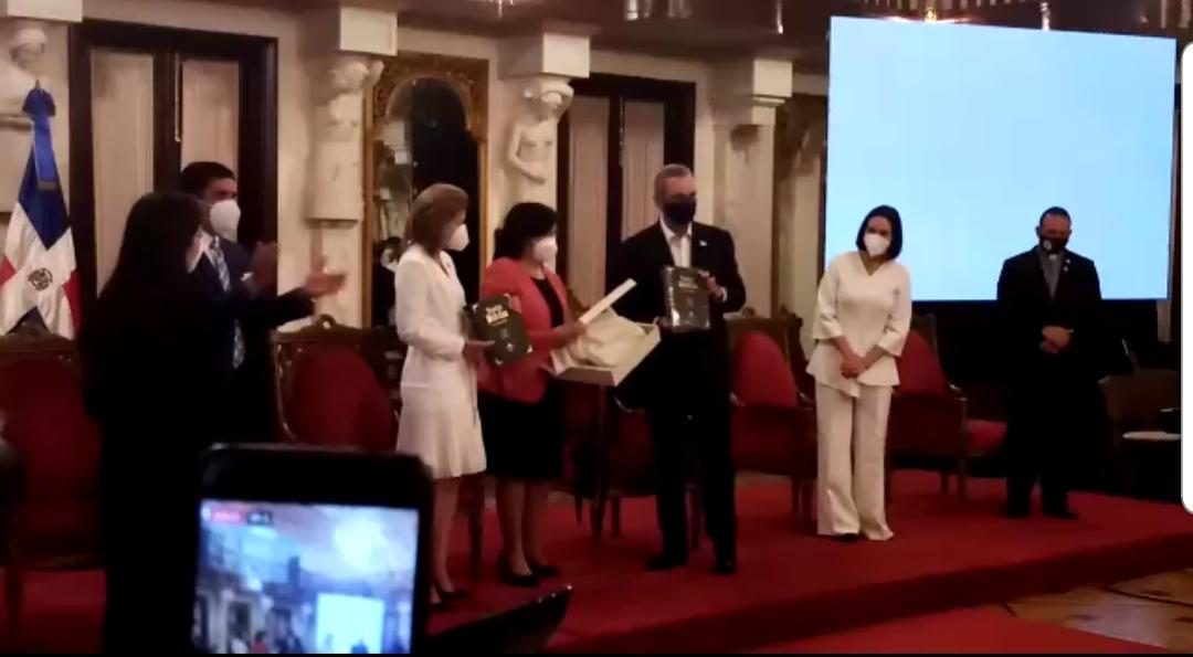 Video | Presidente Abinader encabeza celebración del mes de la Biblia
