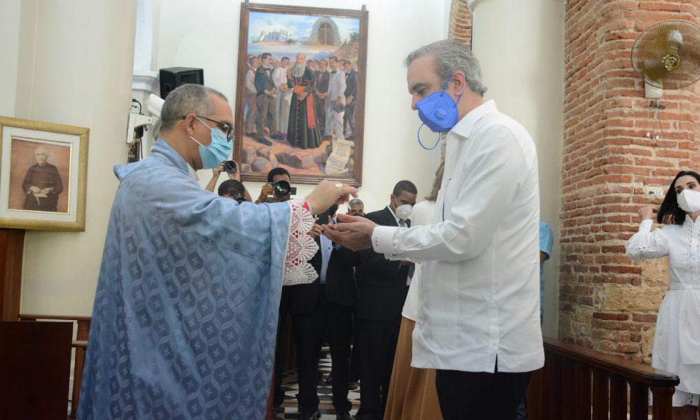 Presidente Abinader asiste a misa conmemorativa día de Nuestra Señora de Las Mercedes en el Santo Cerro