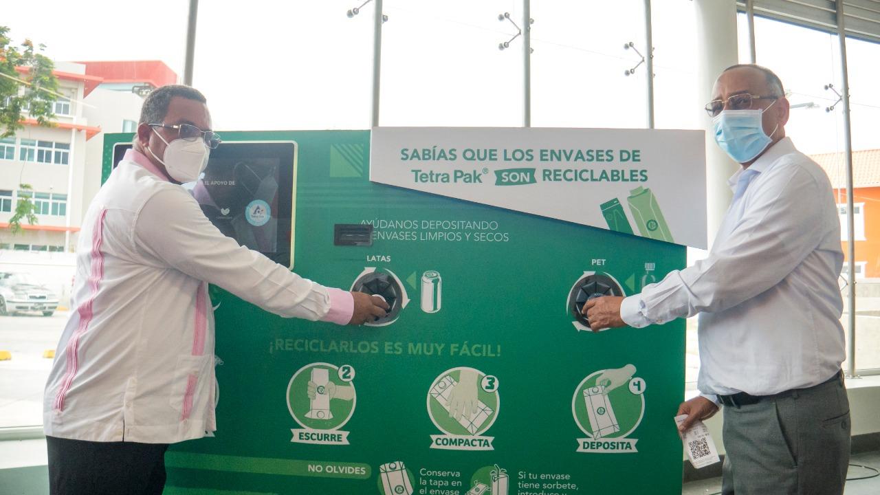 Usuarios pueden canjear envases plásticos por recargas de viajes en Metro  SD