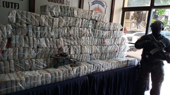 Ocho meses de prisión preventiva a acusados de traficar 363 kilos de cocaína