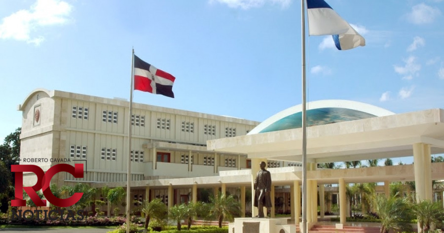 Estudiantes haitianos de la UASD piden reducción pago de graduación