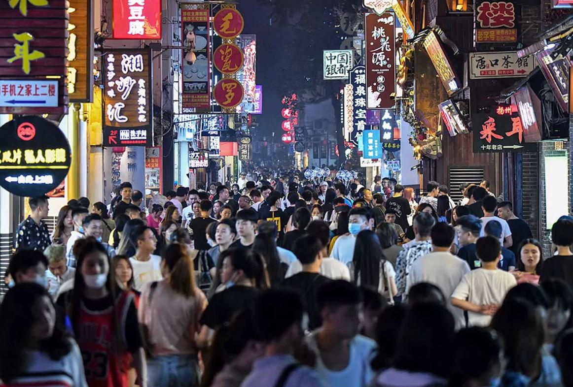 China cumple un mes sin contagios de coronavirus y espera la vacuna para noviembre