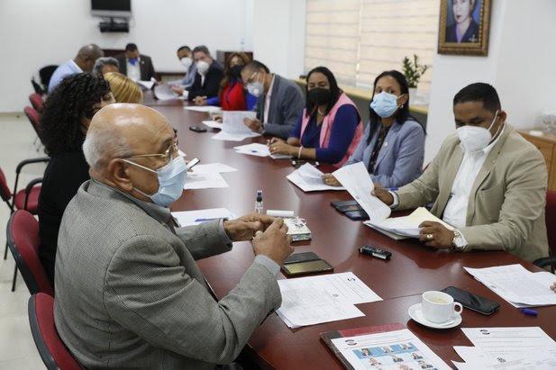 Comisión de Contratos  reitera decisión de estudiar cuanto antes los proyectos que tiene pendientes