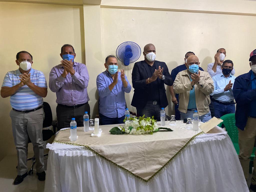 Alcalde de Arenoso y director municipal de Sabana Grande renuncian al PLD y pasan a FP
