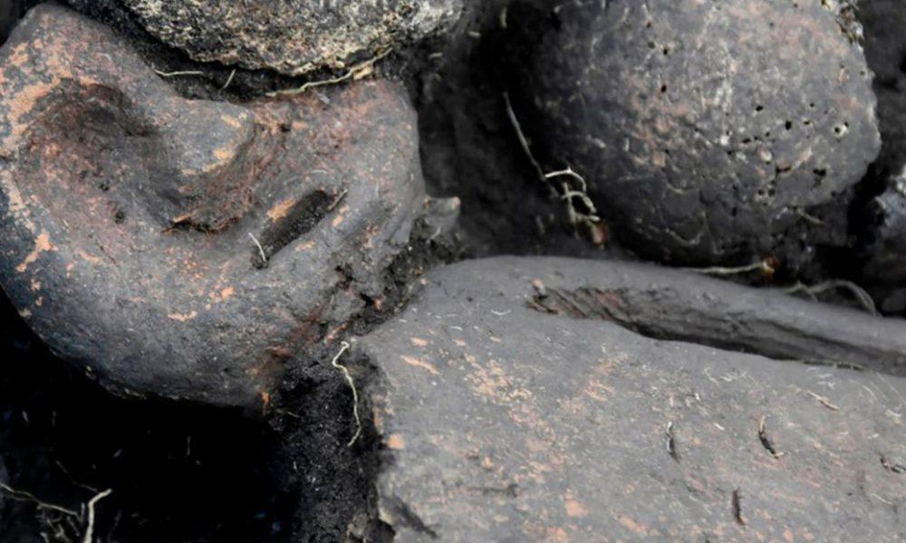 Hallan en Siberia una estatuilla tatuada y decapitada en una fosa común de hace 5.000 años