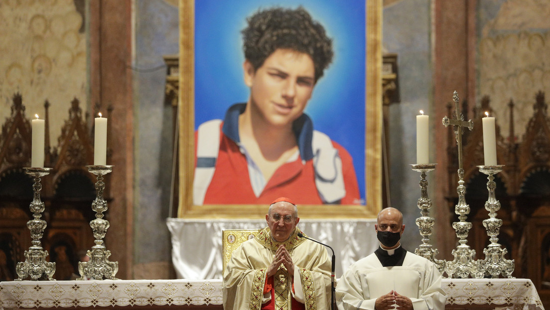 La Iglesia católica beatifica a Carlo Acutis, el joven cuyo cuerpo permanece casi intacto desde su muerte