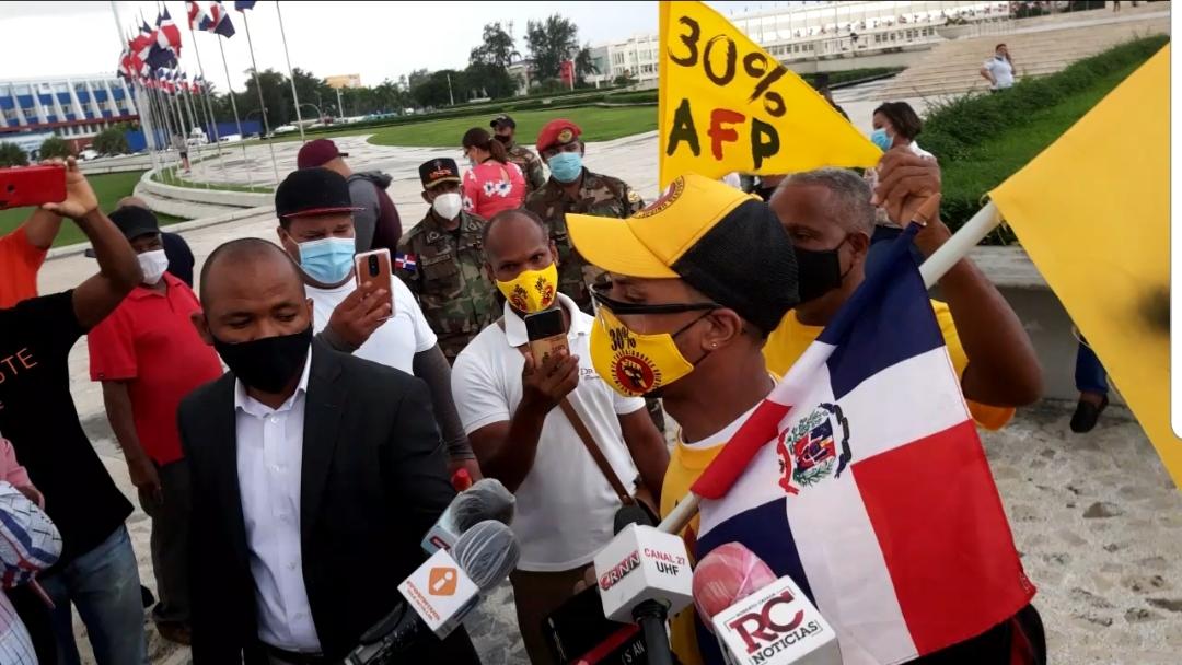 Video | Trabajadores aprovechan manifestación contra impuestos para reclamar 30% AFP