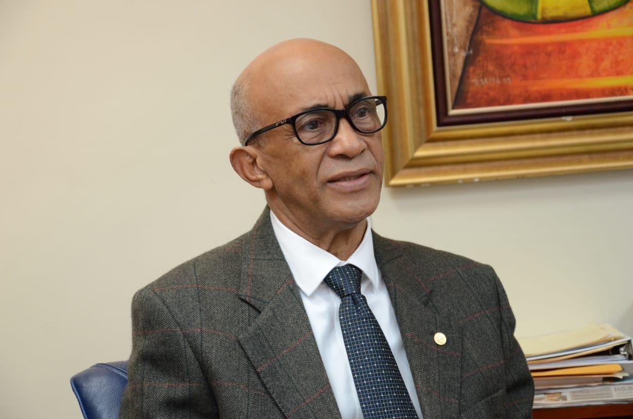 Aracena Vargas renuncia a gastos de representación
