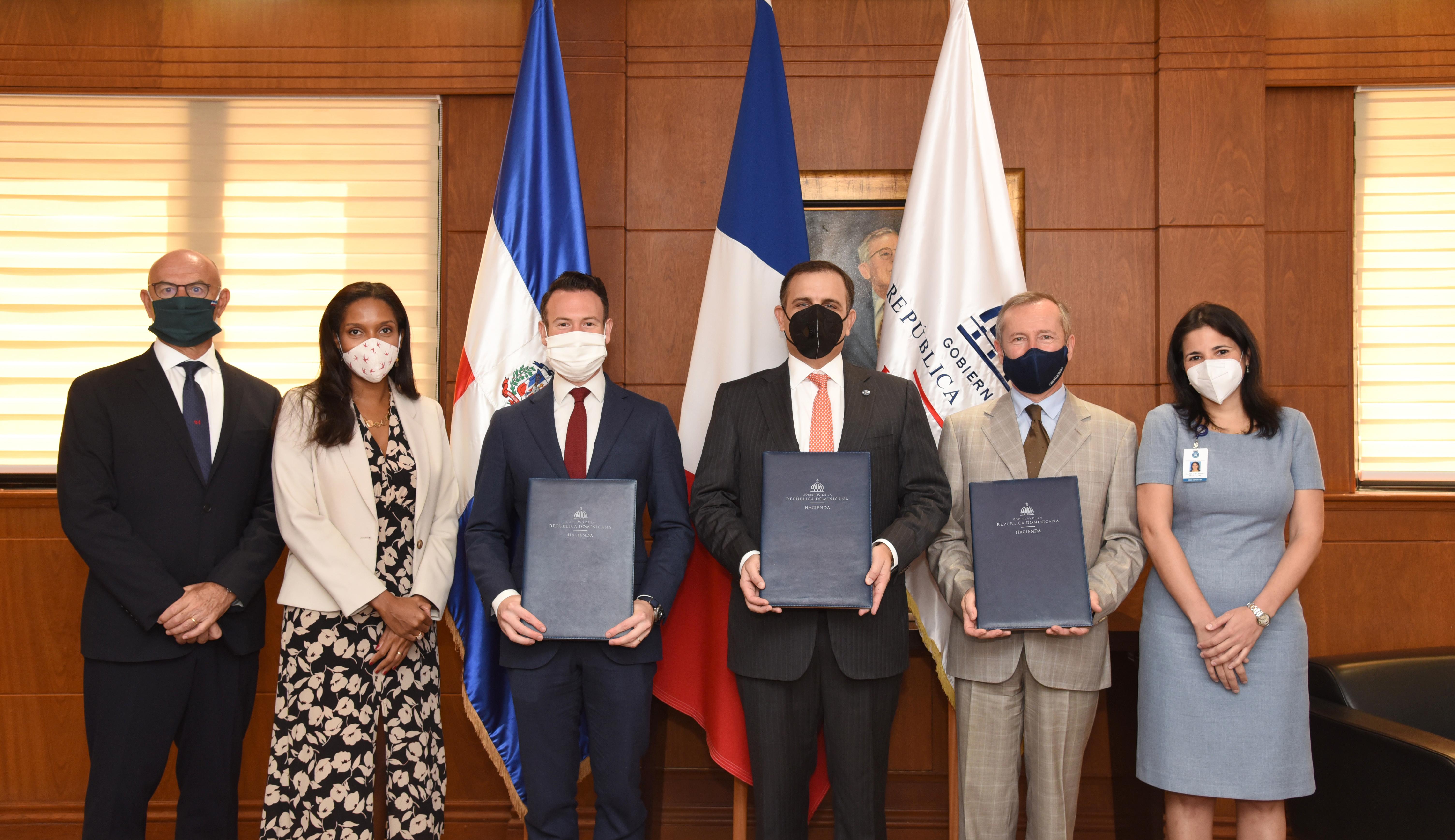 Gobierno y AFD firman convenio para mitigar crisis causada por COVID-19