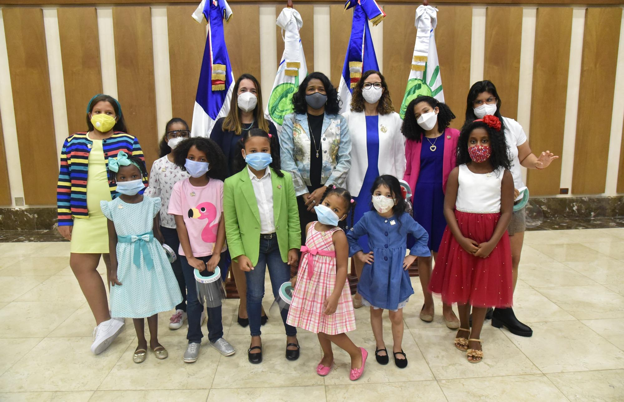 """Niñas asumen dirección del CONANI en conmemoración del """"Día Internacional de la Niña"""""""