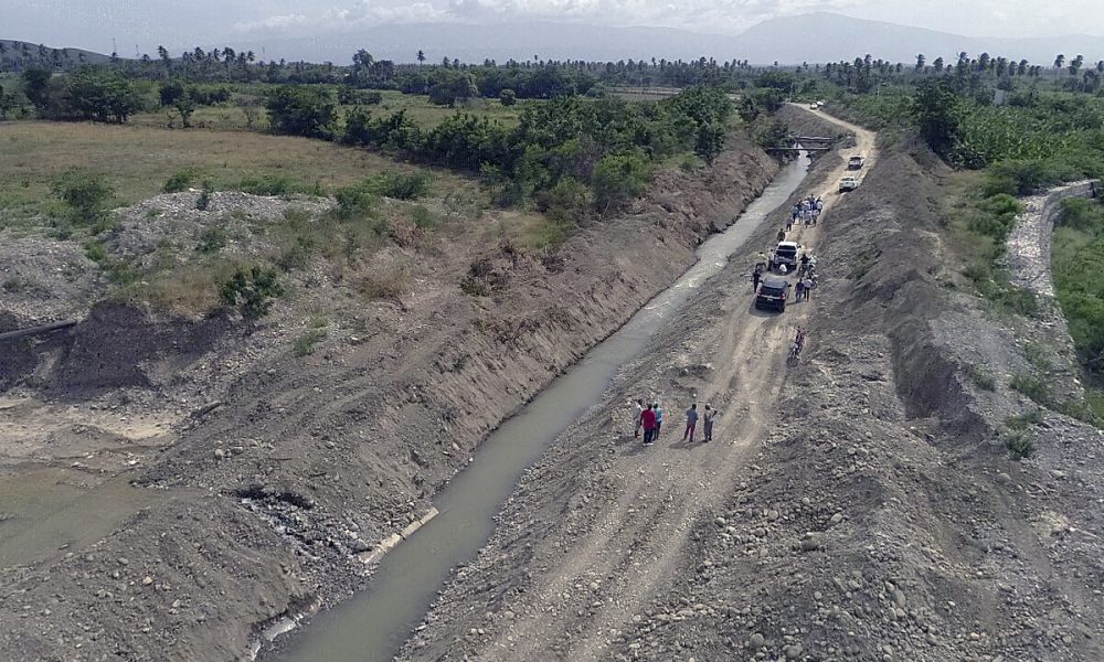 INDRHI inspecciona sistemas de riego del sur junto a productores