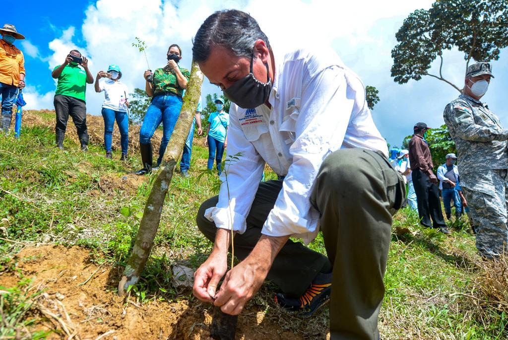 Medio Ambiente realiza jornada de reforestación para rescate de ríos Ozama e Isabela