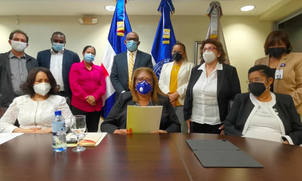 Facultad de Educación de la UASD respalda a Maria Teresa Cabrera para Defensoría del Pueblo