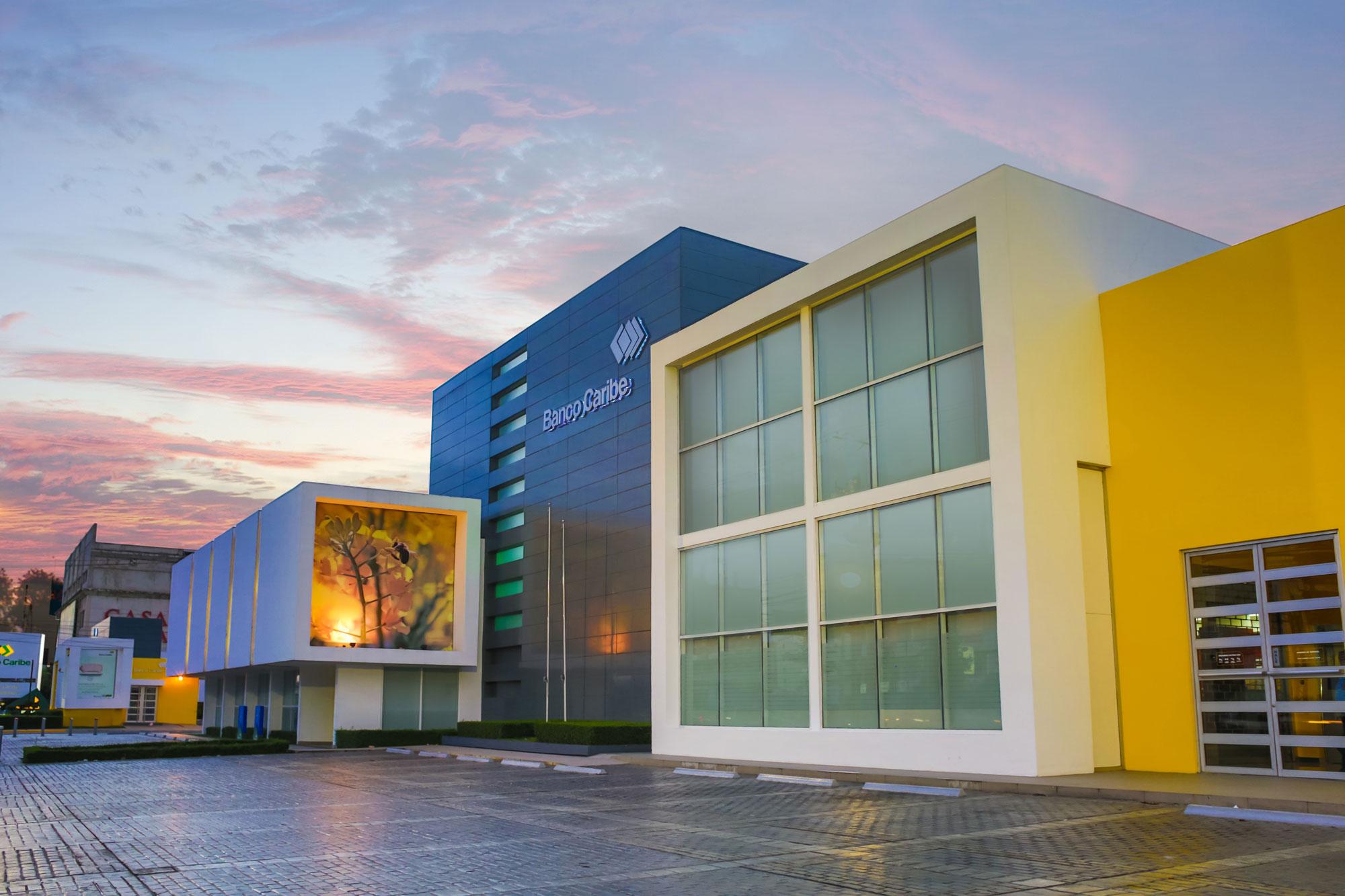 Banco Caribe introduce portafolio de productos financieros para el segmento comercial