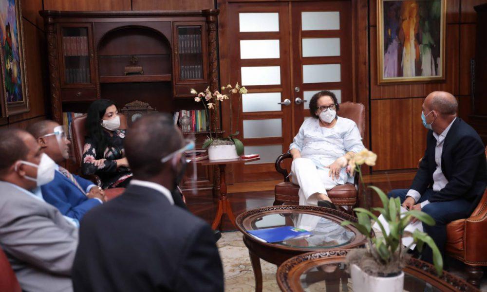 Procuradora General recibe a dirigentes del Falpo