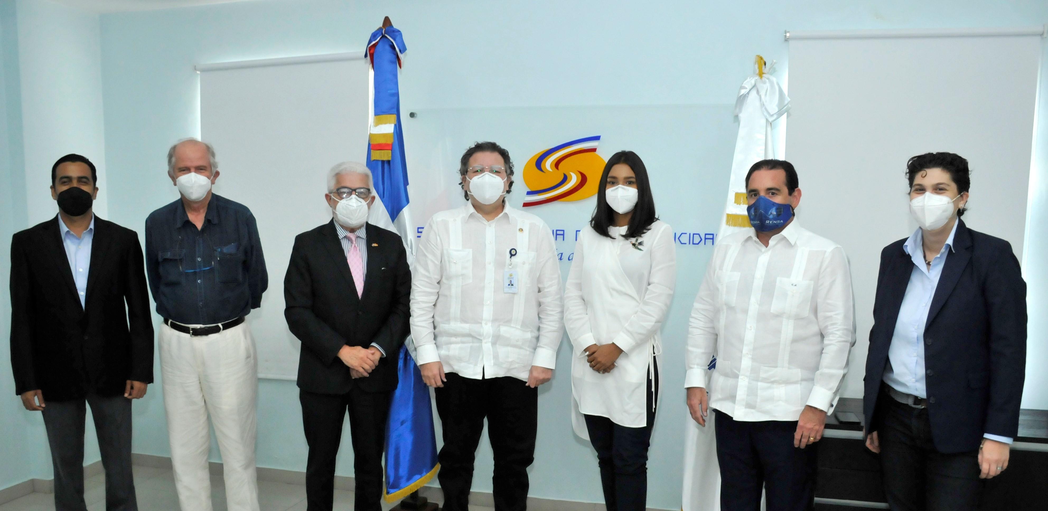 Cámara Española de Comercio en RD visita al superintendente de Electricidad