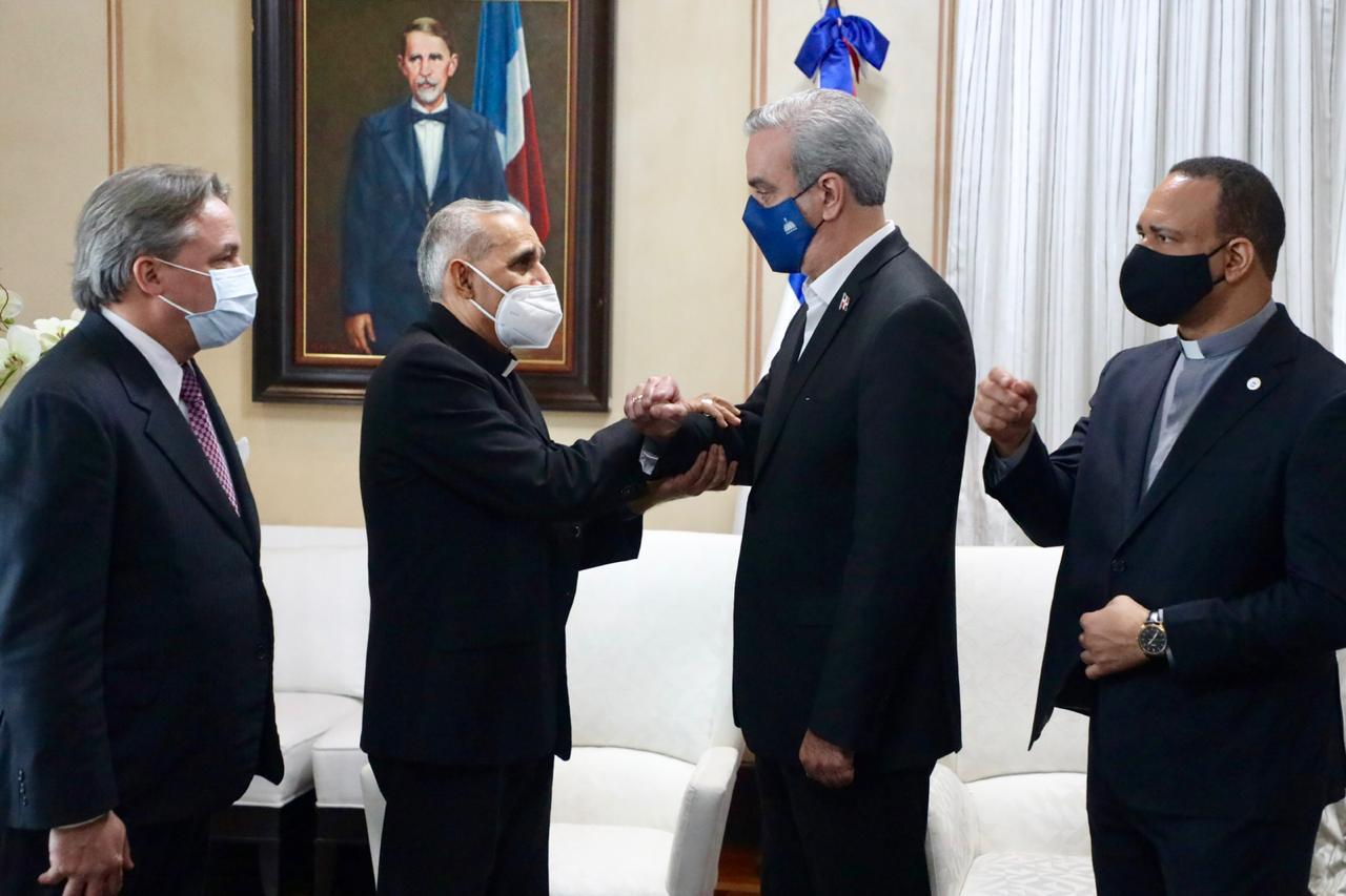 Mons. Freddy Bretón se reúne con el presidente Luis Abinader