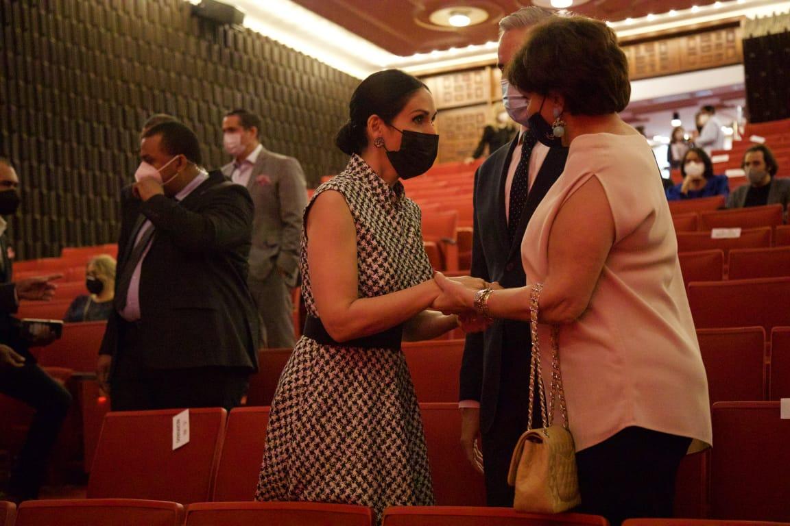 Primera Dama participa en concierto que abre las puertas del Teatro Nacional
