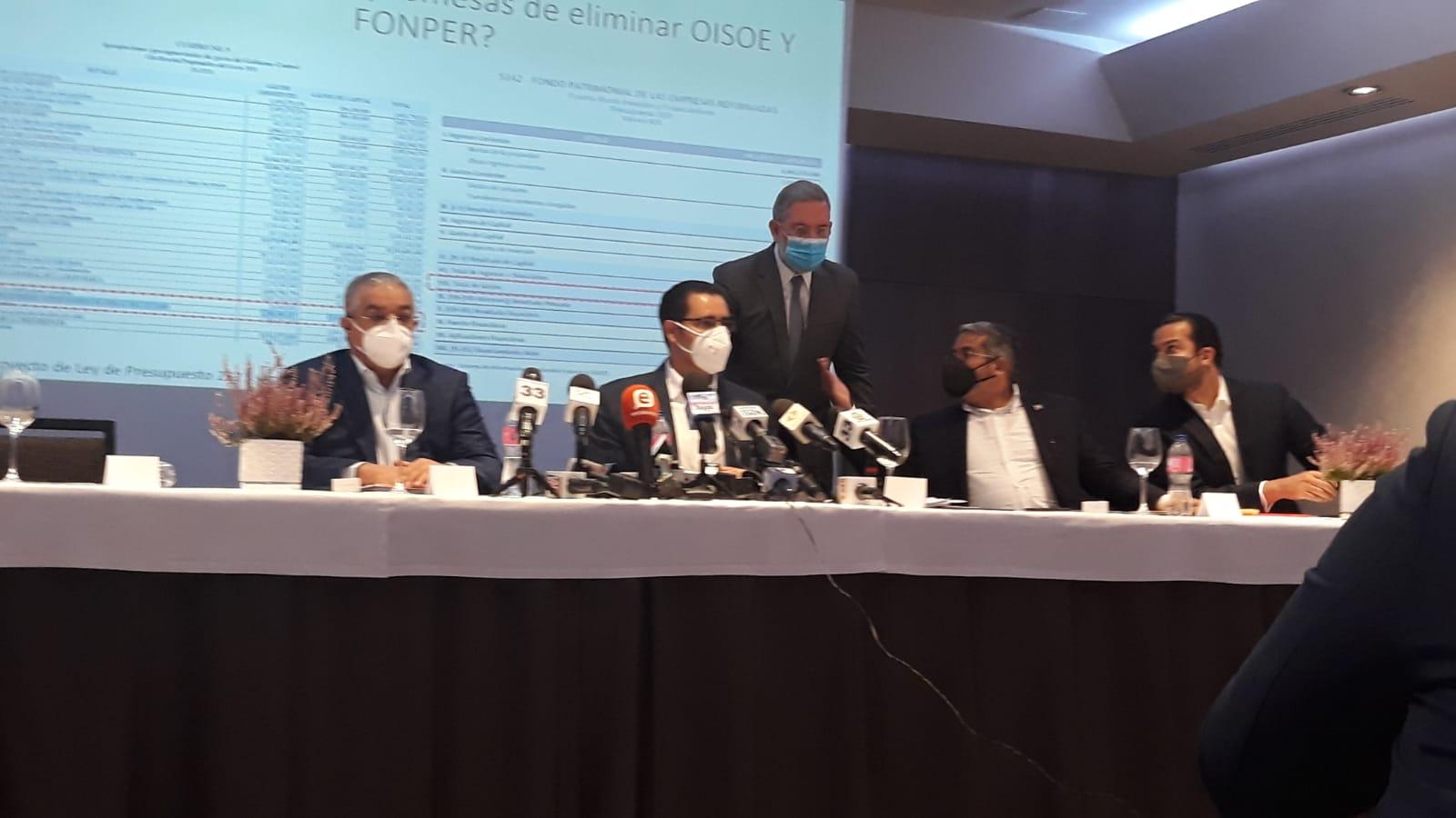 Video   Equipo técnico de Danilo Medina se defiende de acusaciones de Luís Abinader
