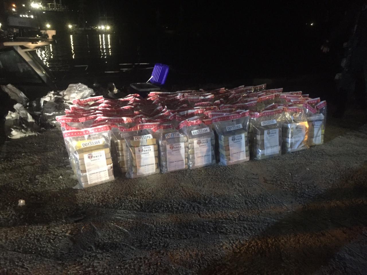 Video | Incautan 444 paquetes de presumible cocaína en costas de San Pedro de Macorís