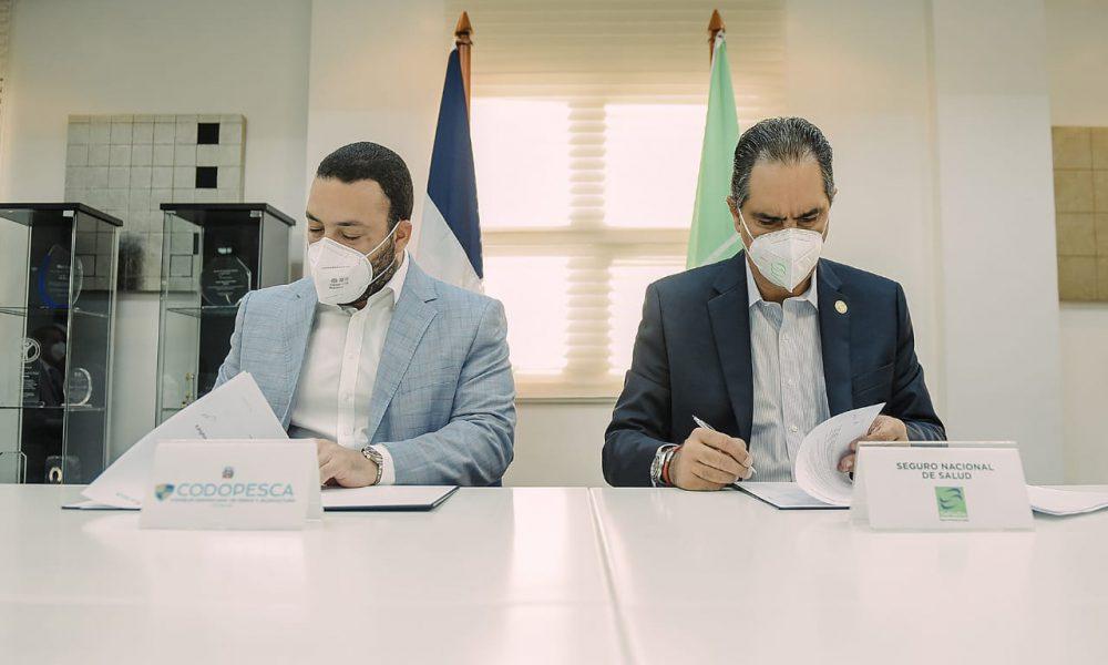 Codopesca y SeNaSas firman convenio para garantizar cobertura a pescadores y sus familias