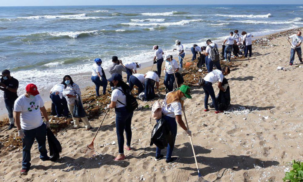 """""""Mejor Sin Plástico"""": Realizan jornada de limpieza en playa Güibia"""