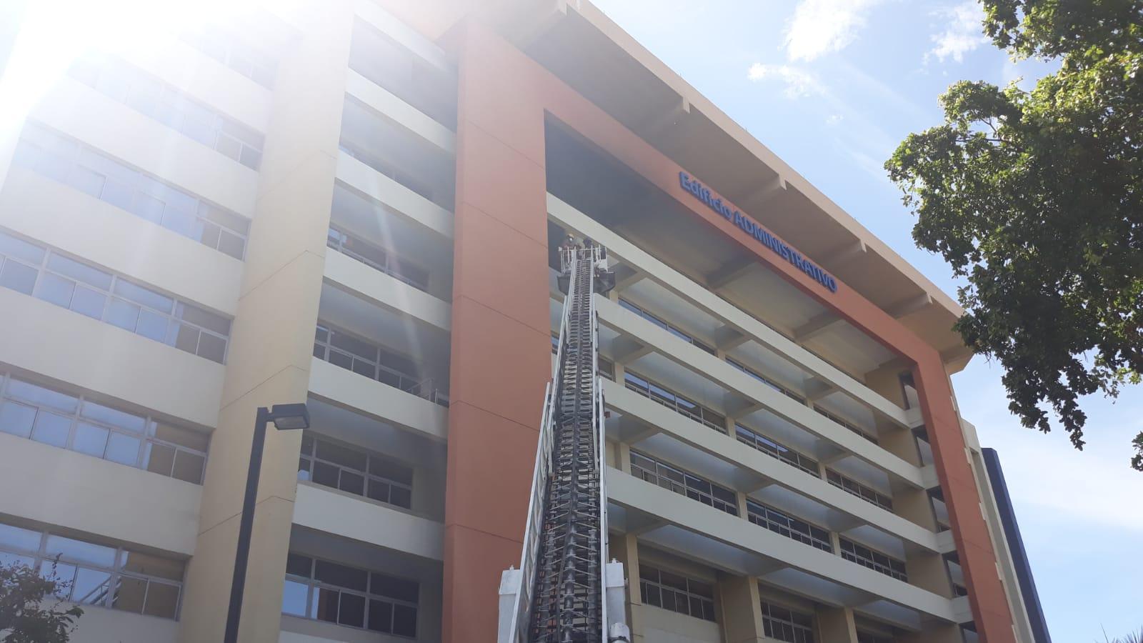 UASD: Cortocircuito interno provocó incendio ocurrido en edificio administrativo