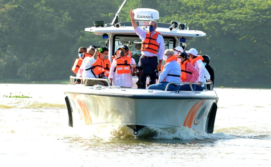 Presidente Luis Abinader recorre los ríos Ozama e Isabela